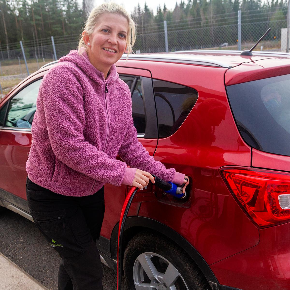Veterinären med hela Småland och Blekinge som arbetsområde kör biogasbil